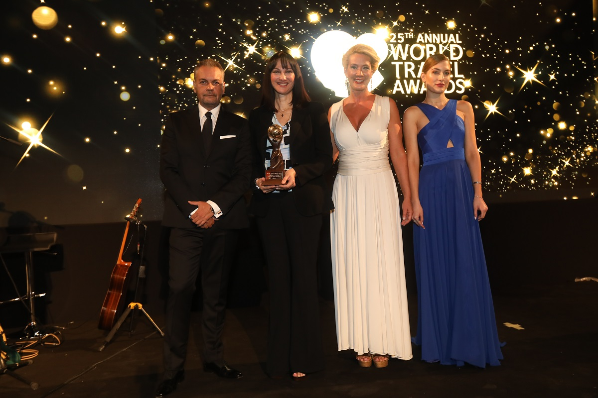 HotelBrain CEO Konstantinos Zikos; Greek Tourism Minister Elena Kountoura and WTA Europe Gala presenter Maria Nikoltsiou. Photo Source: WTA