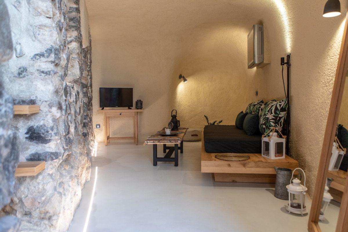 Nalas Cave, Emporio, Santorini. Photo source: Aqua Vista Hotels