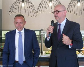 Haris Siganos, Chief Executive Officer of Zeus International and Dimitris Manikis, President and Managing Director for Wyndham Hotels & Resorts in EMEA. Photo: GTP