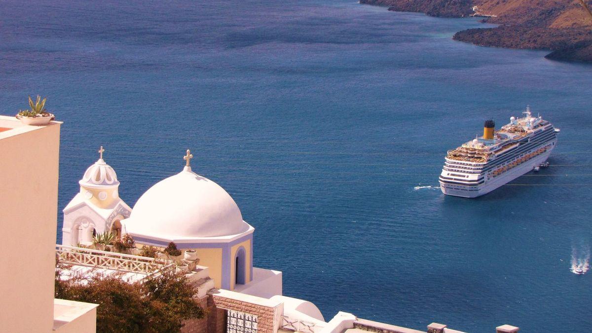 Cruise Santorini Greece