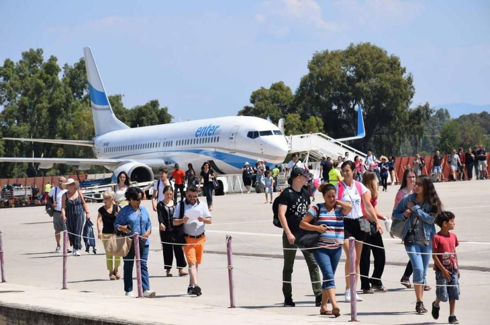 Foreign arrivals at the airport of Araxos. Photo source: Region of Western Greece