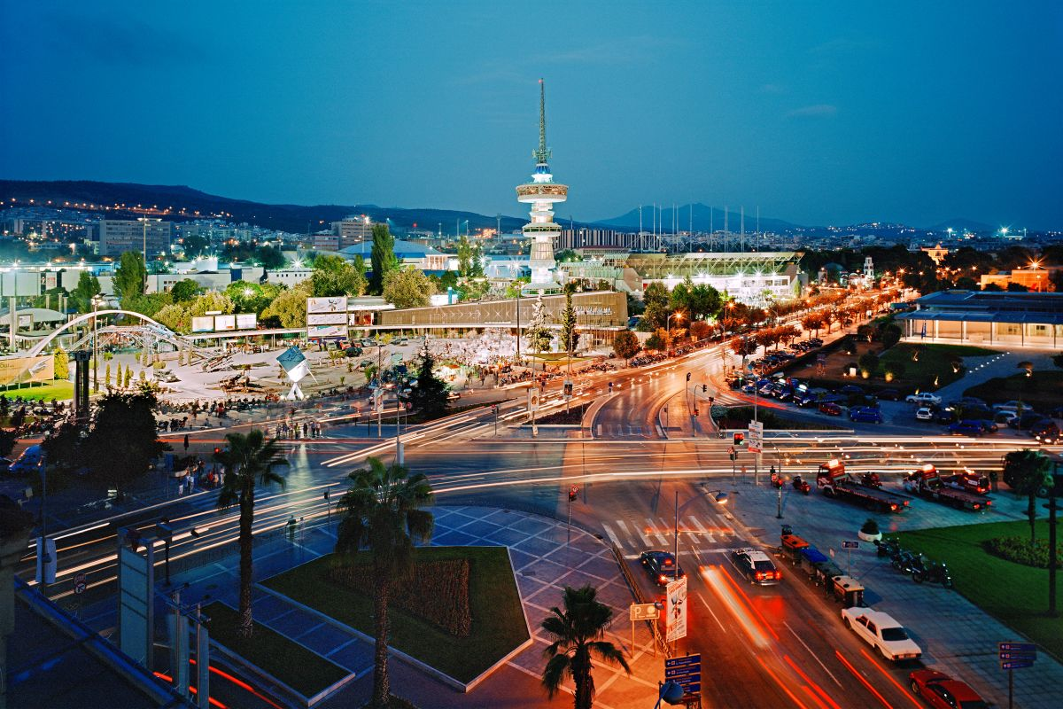 One of the most famous squares in Thessaloniki with the entrance to the International Exhibition Center, the OTE Tower and the Archaeological Museum on the right, 2006. Photo © Ingo Dünnebier / Source: Museum Europäischer Kulturen