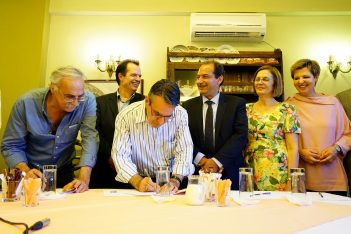 Relevant parties sign the contract for the restoration of the Plaka bridge. Photo Source: Photo Sourcee: Ministry of Culture - copyright Athens Macedonia News Agency / STR