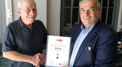 SAAE's outgoing president, Giorgos Antonaros (R), handing the Famous Brand 2018 award, recently won by the association, to new president, Dinos Frantzeskakis.