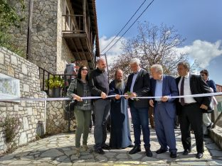 The man behind Apollo Trails, Spyros Angelopoulos and Peloponnese Governor Petros Tatouilis inaugurate the new network of paths.