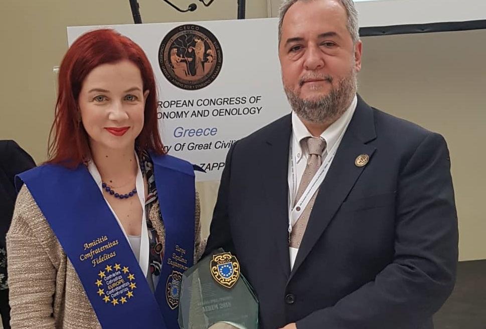 Maria Lougari and Antonis Nikoloudakis, the people behind the Eucalyptos Restaurant received the award.