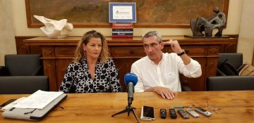 Greek underwater target shooting world champion Katerina Topouzoglou and South Aegean governor George Hatzimarkos.