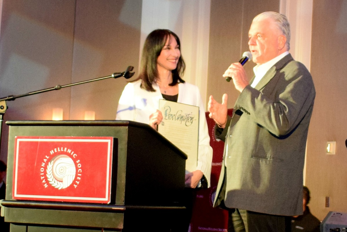 Tourism Minister Elena Kountoura received the award from the Chair of the Clark County Commission, Steve Sisolak.