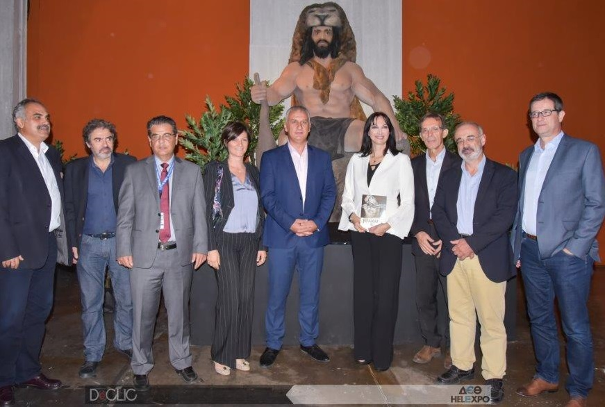 Tourism Minister Elena Kountoura with TIF-Helexpo president Tasos Tzikas, Secretary General for Tourism Policy Giorgos Tziallas, MP Dimitris Mardas and the theme park's executives.