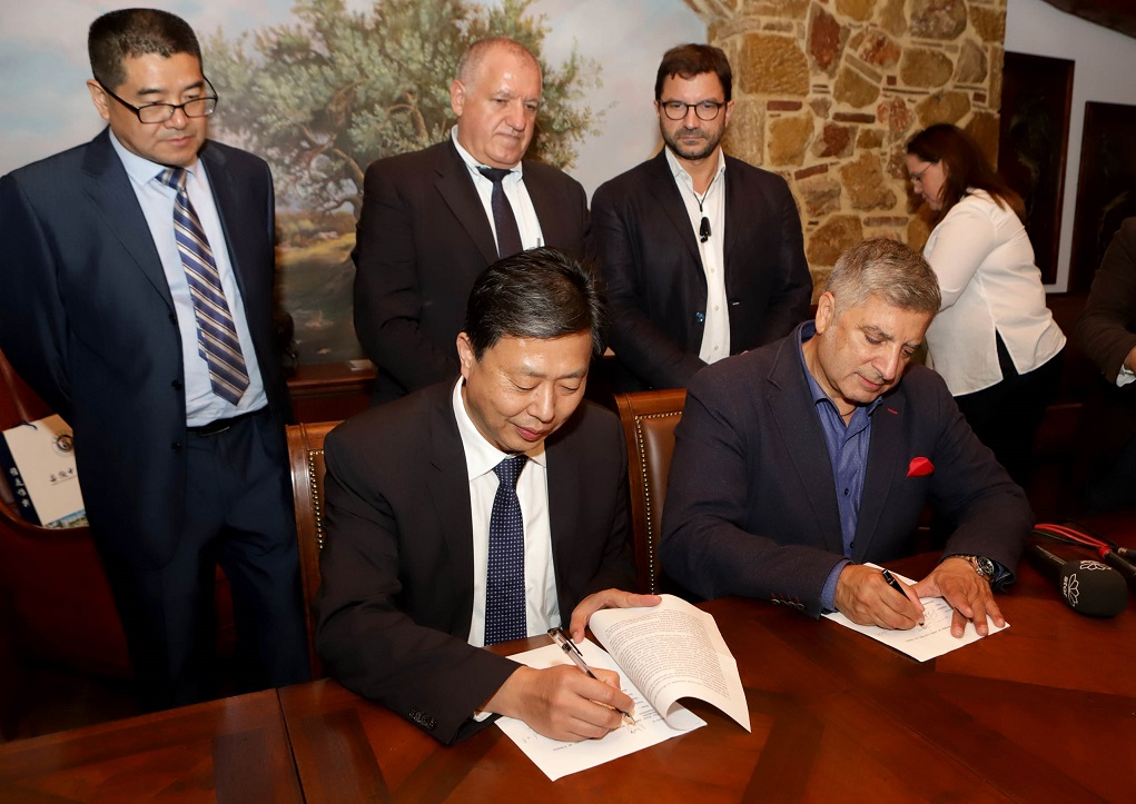 George Patoulis, IHCT and Athens Medical Association (ISA) president, signed the memorandum of understanding with the representative of the Anhui University Hospital.