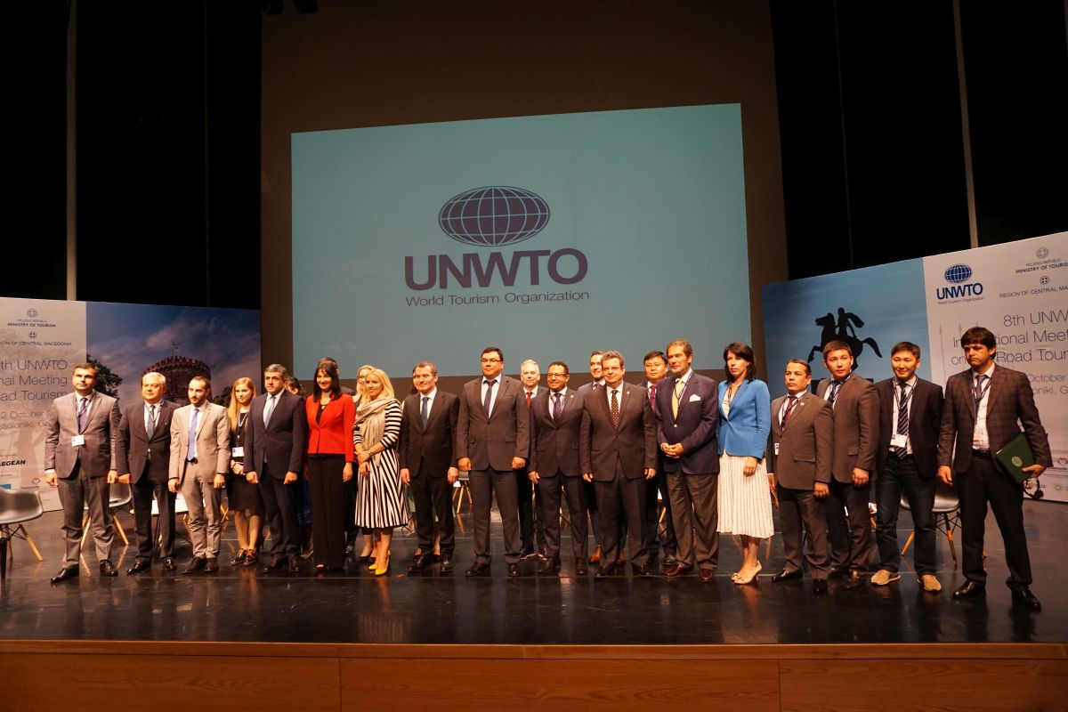 Family photo of tourism ministers of the UNWTO's Silk Road Ministerial Roundtable session.
