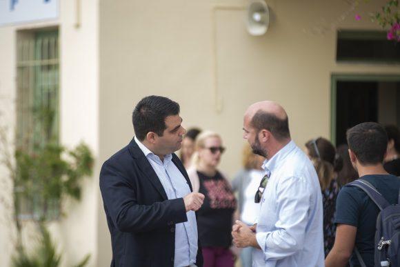 Santo Maris Oia General Manager Manos Borboudakis and Agoni Grammi Gonimi President Stefanos Nollas.