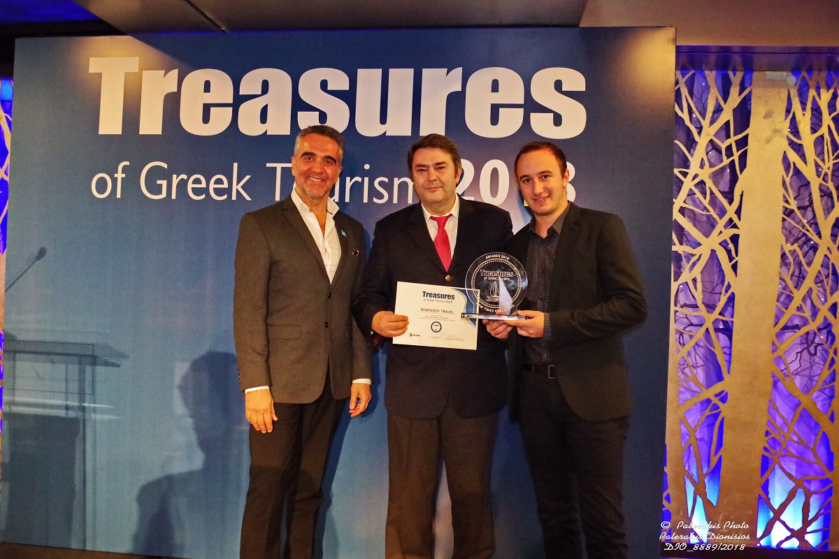 GNTO President Charalambos Karimalis (left) and Rhapsody Travel's George Paliouras (center).