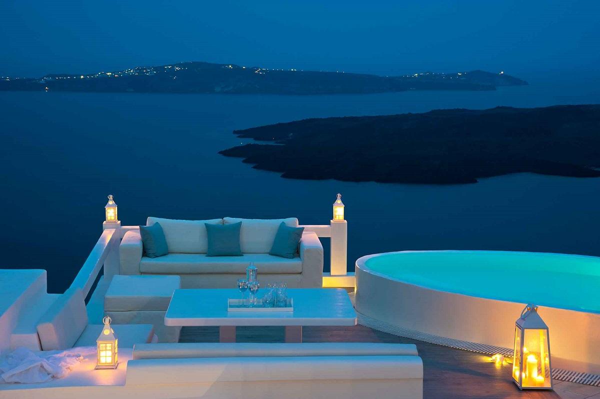 Photo © Aqua Luxury Suites