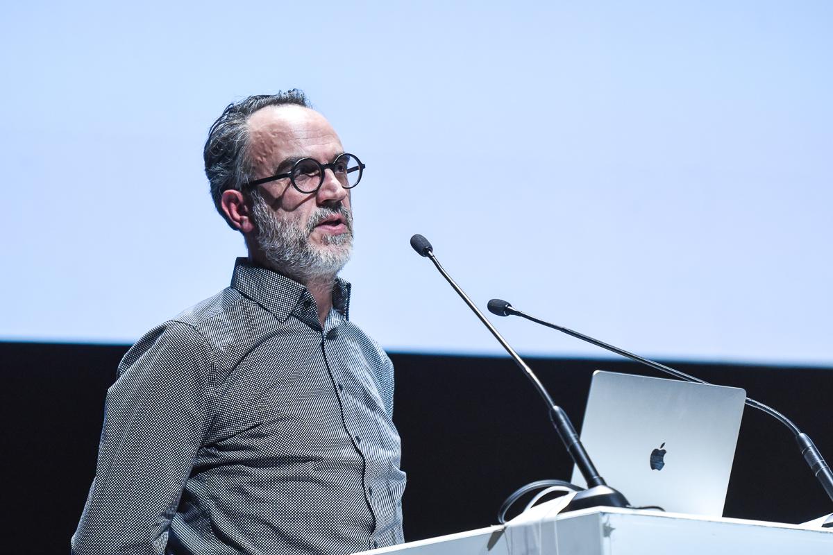 Ο πολυβραβευμένος creative director Γιάννης Καρλόπουλος.
