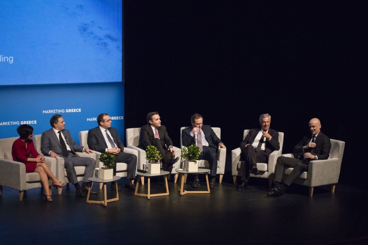"""Panel discussion of """"visionary sponsors"""": (from right) SETE President Yiannis Retsos, Sani-Ikos Group CEO Andreas Andreadis, AEGEAN President Eftychios Vassilakis, Eurobank Deputy Managing Director Konstantinos Vassiliou, Mitsis Hotels Group Managing Director Stavros Mitsis, Grecotel Marketing Director Giannis Tsichlis and Coca-Cola General Manager for Greece, Lilian Nektariou."""