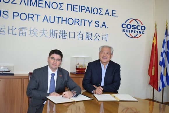 The President of the North Adriatic Sea Port Authority, Pino Musolino, and PPA CEO Captain Fu Chengqiu sign the Memorandum of Understanding.