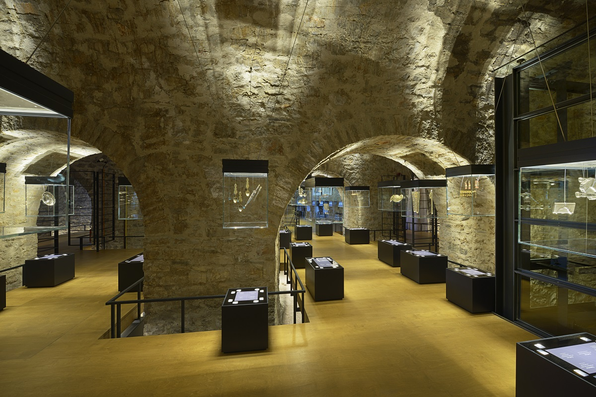 View of the permanent exhibition Collection of Epirote silversmithing works,18th– 20th century © PIOP, V. Karavassiloglou