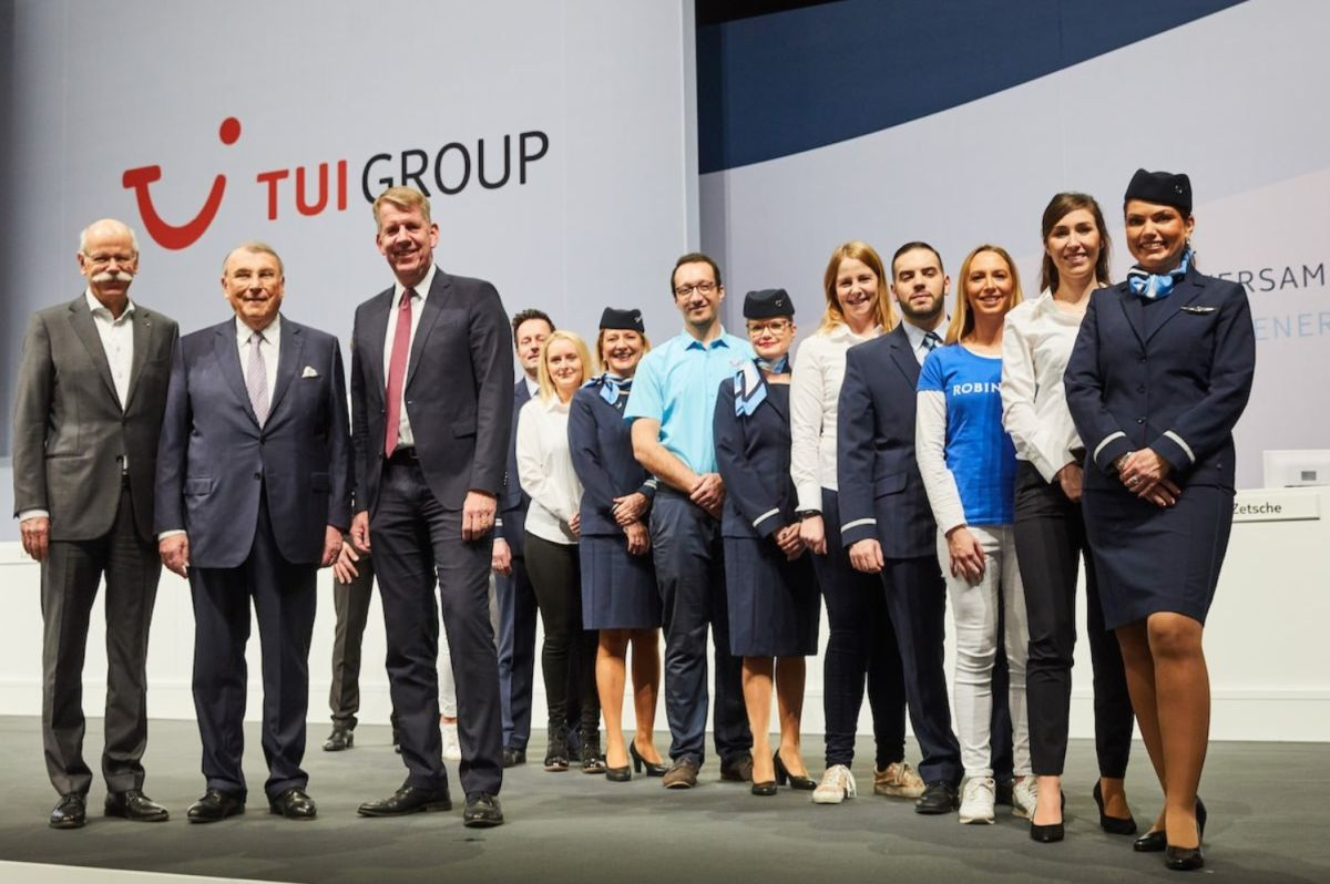 TUI Group CEO Fritz Joussen and the TUI team during the company's annual general meeting held in Hanover. Photo source: TUI