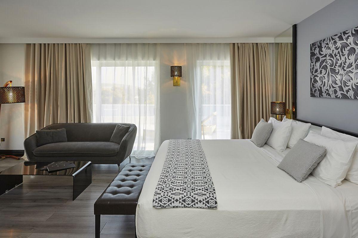 Executive Suite. Photo © Athenian Riviera Hotel & Suites
