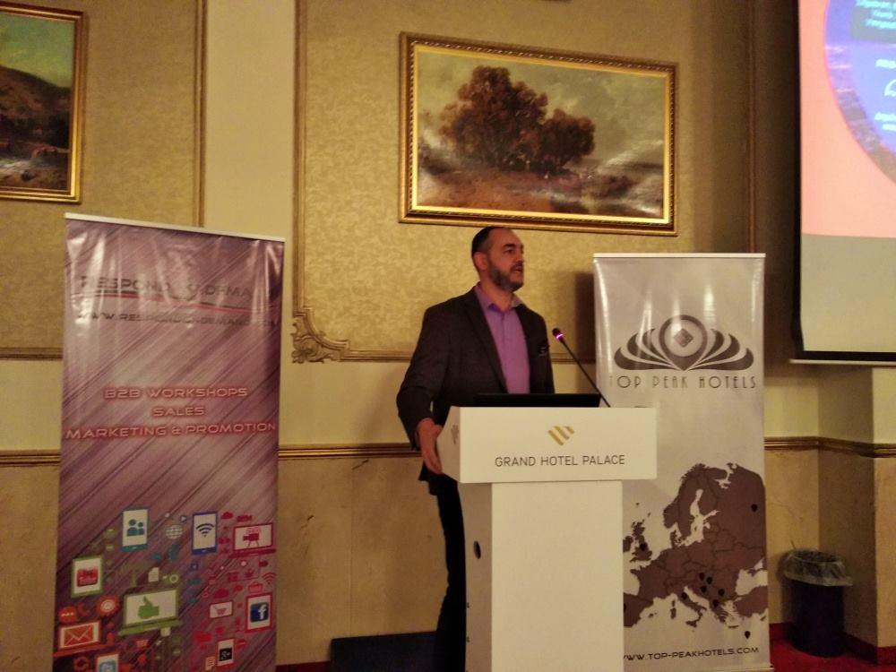 Ο διευθυντής πωλήσεων του GTP, Χάρης Μπρουσαλιάν, κατά την διάρκεια παρουσίασης στα πλαίσια του B2B Travel Event Thessaloniki.