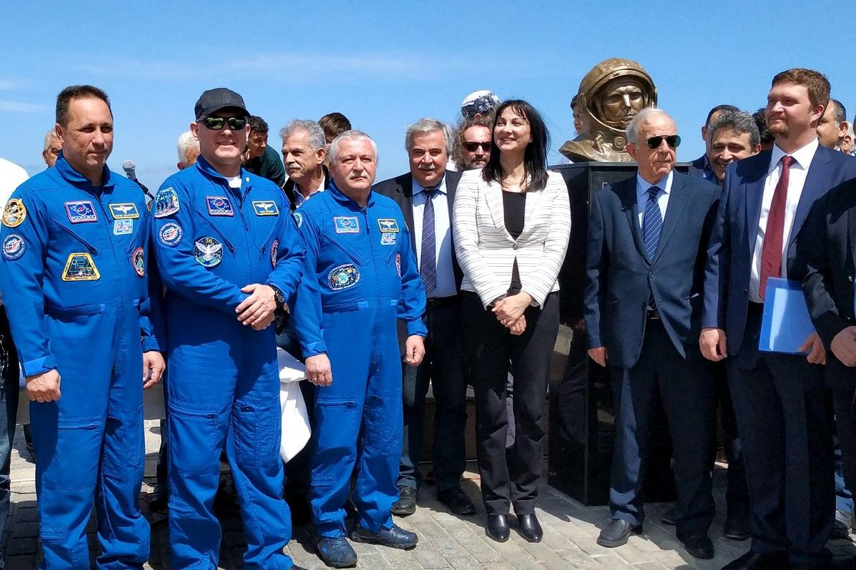 Greek Tourism Minister Elena Kountoura and cosmonauts AntonShkaplerov, Oleg Artemyev, SergeiProkofiev and TheodorosYurtsichin-Grammatikopoulos inaugurated the Yuri Gagarin Park.