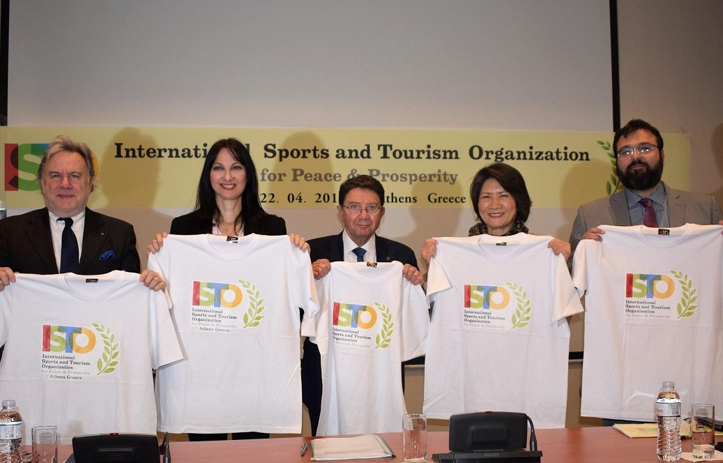 George Katrougalos, Elena Kountoura, Young-shim Dho and Taleb Rifai present the t-shirts with the logo of the ISTO P&P.