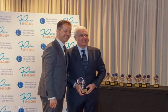 The award for Aristotelis Divanis was received by his son Spyros Divanis from Hellenic Hoteliers Federation President Grigoris Tasios.