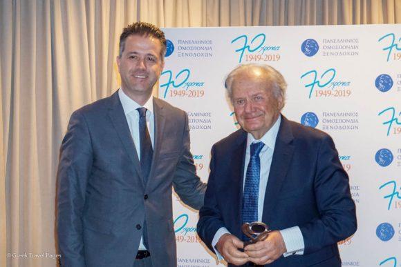Spyros Kokotos receiving the award from Hellenic Hoteliers Federation President Grigoris Tasios.