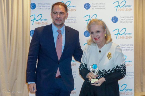 Irini Mantzavelaki receiving the award from Hellenic Chamber of Hotels President Alexandros Vassilikos.