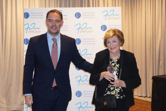 Ismini Tornivouka receiving the award from Hellenic Chamber of Hotels President Alexandros Vassilikos.