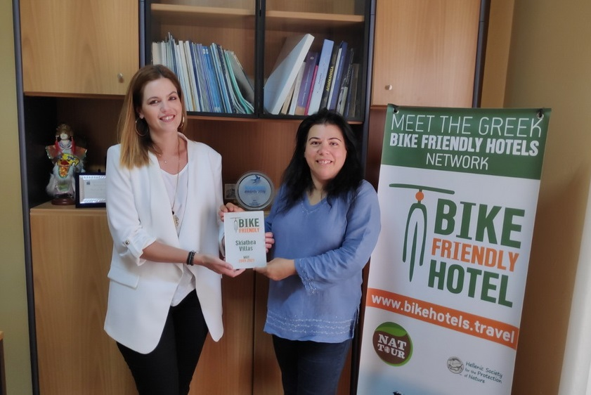 Konstantina Katri received the Bike Friendly certification on behalf of Skiathea Villas from Vicky Karatzavelou, public relations officer of NATTOUR.