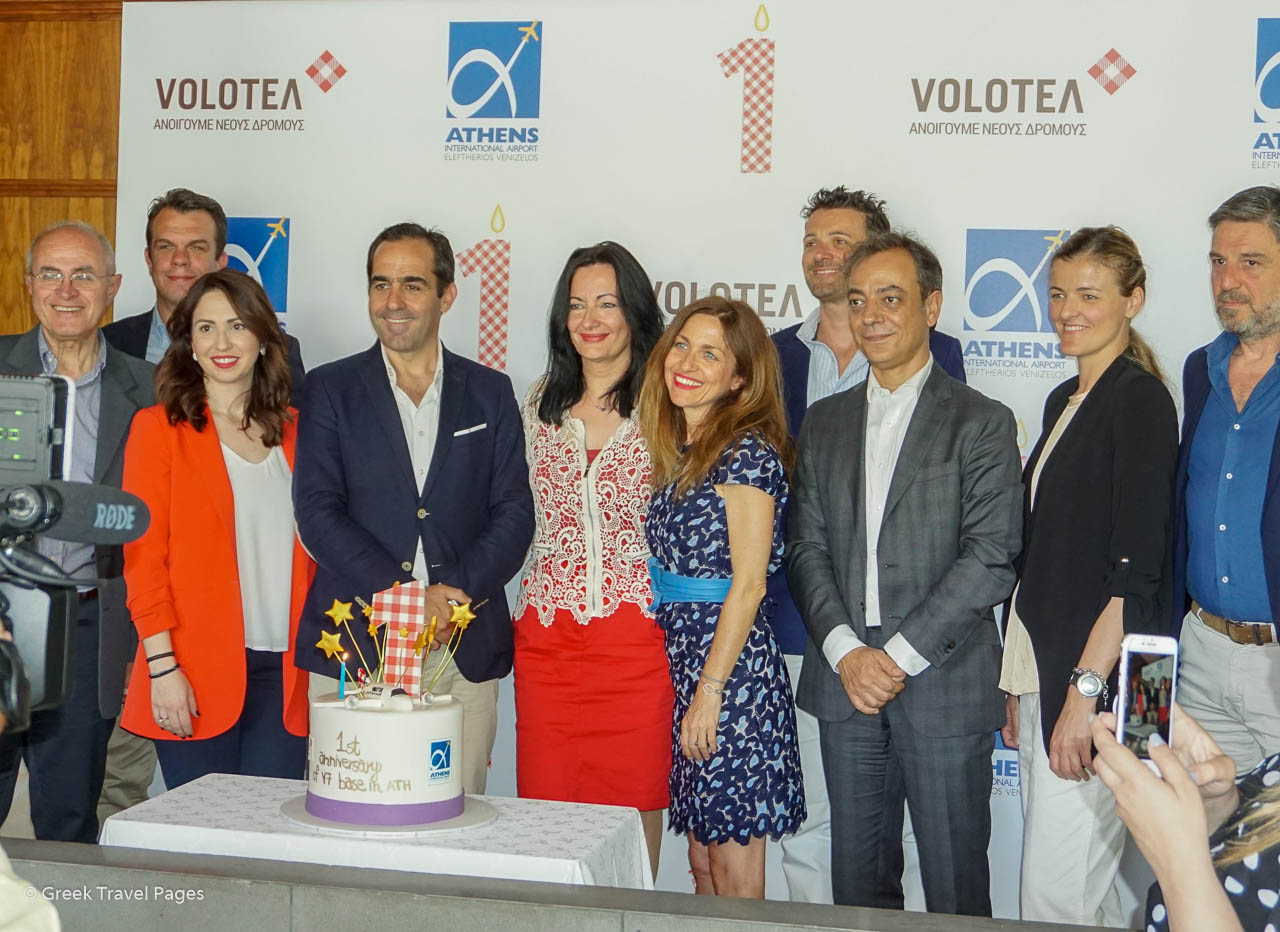 Volotea CEO Carlos Muñoz, AIA Communications and Marketing Director Ioanna Papadopoulou, Volotea Commercial Country Manager for Italy & Southeastern Europe Valeria Rebasti and Corporate Development & Communications Director Carlos CerQueiro among their associates during Athens' event.