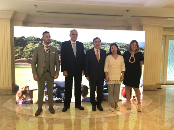 Head of GNTO China Ioannis Plireksousakis; TEMES SA CEO Stephanos Theodoridis; the Ambassador of Greece in China Leonidas Rokanas, Luxury Times Chief Editor Ms Fang; and TEMES SA Marketing and Business Development Director Marina Papatsoni.
