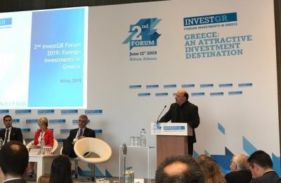 Metron Analysis President and CEO Stratos Fanaras presents the poll's findings at the InvestGR Forum. Photo Source: @Metron Analysis SA