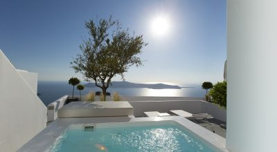 Private pool balcony overlooking Kaldera Santorini