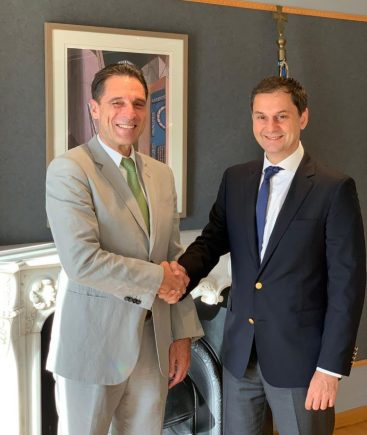 Thomas Cook CEO Peter Fankhauser with Greek Tourism Minister Haris Theoharis.