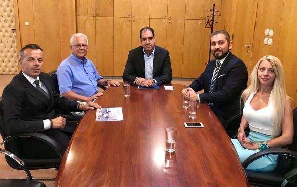 Deputy Infrastructure and Transport Minister Yiannis Kefalogiannis (center) during his meeting with Hellenic Seaplanes CEO Nicolas Charalambous (right).