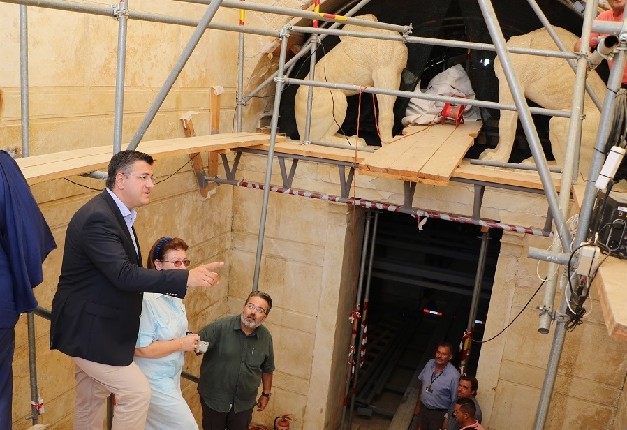 Central Macedonia Governor Apostolos Tzitzikostas and Culture Minister Lina Mendoni in Amphipolis.