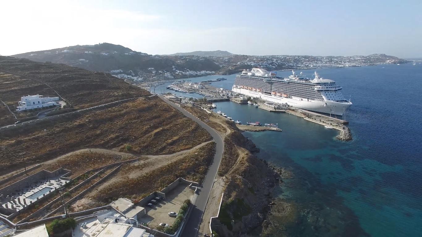 Cruise ship at Mykonos Port. Photo source: Municipality of Mykonos