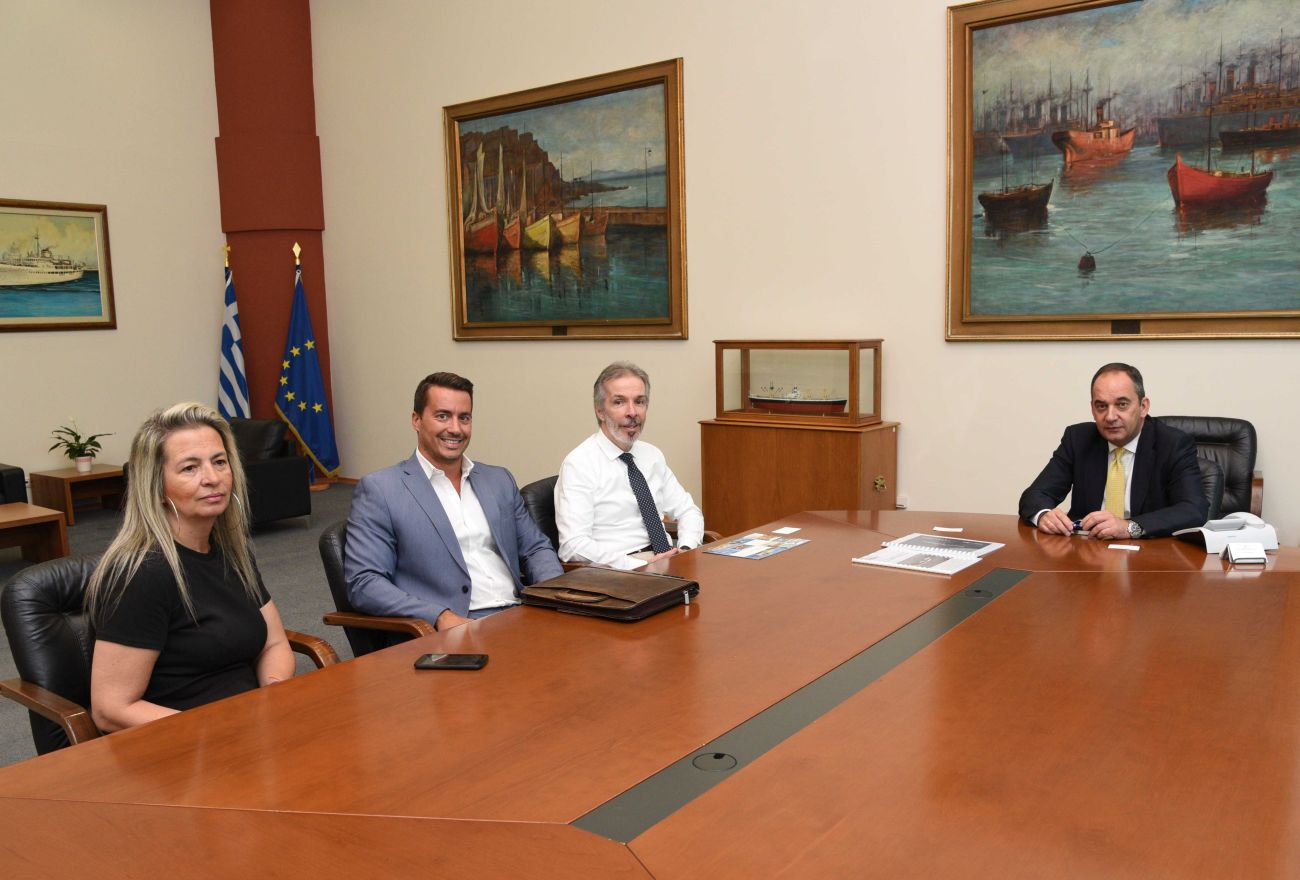 Greek Shipping Minister Yiannis Plakiotakis and representatives of the company Water Airports.