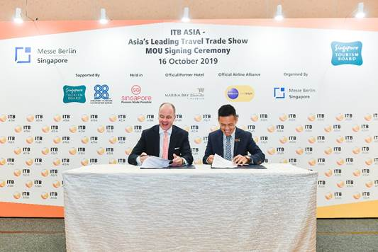Dr Christian Göke, Chief Executive Officer, Messe Berlin and Keith Tan, Chief Executive, Singapore Tourism Board at the signing of the MOU.