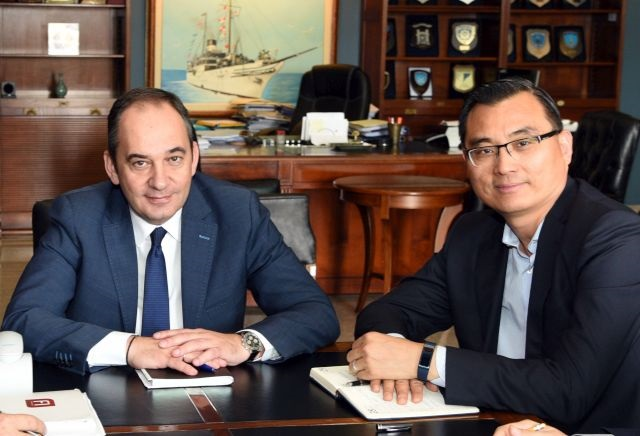 Shipping Minister Yiannis Plakiotiakis and Piraeus Port Authority Chairman Yu Zenggang.