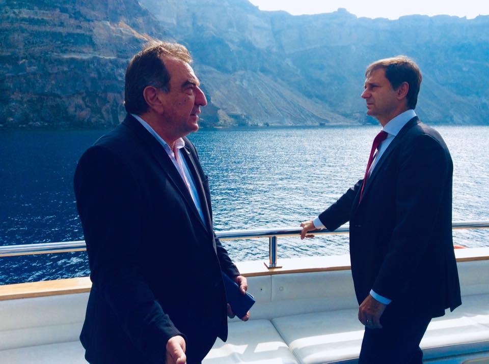 Santorini Mayor Antonis Sigalas and Greek Tourism Minister Harry Theoharis.