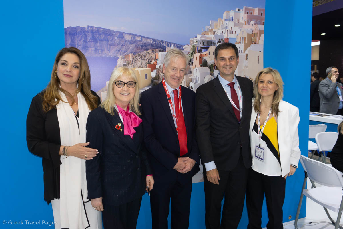 Greek Tourism Minister Harry Theoharis with representatives of Jet2.com. He is accompanied by GNTO President Angela Gerekou and GNTO UK Office Director Emy Anagnostopoulou.