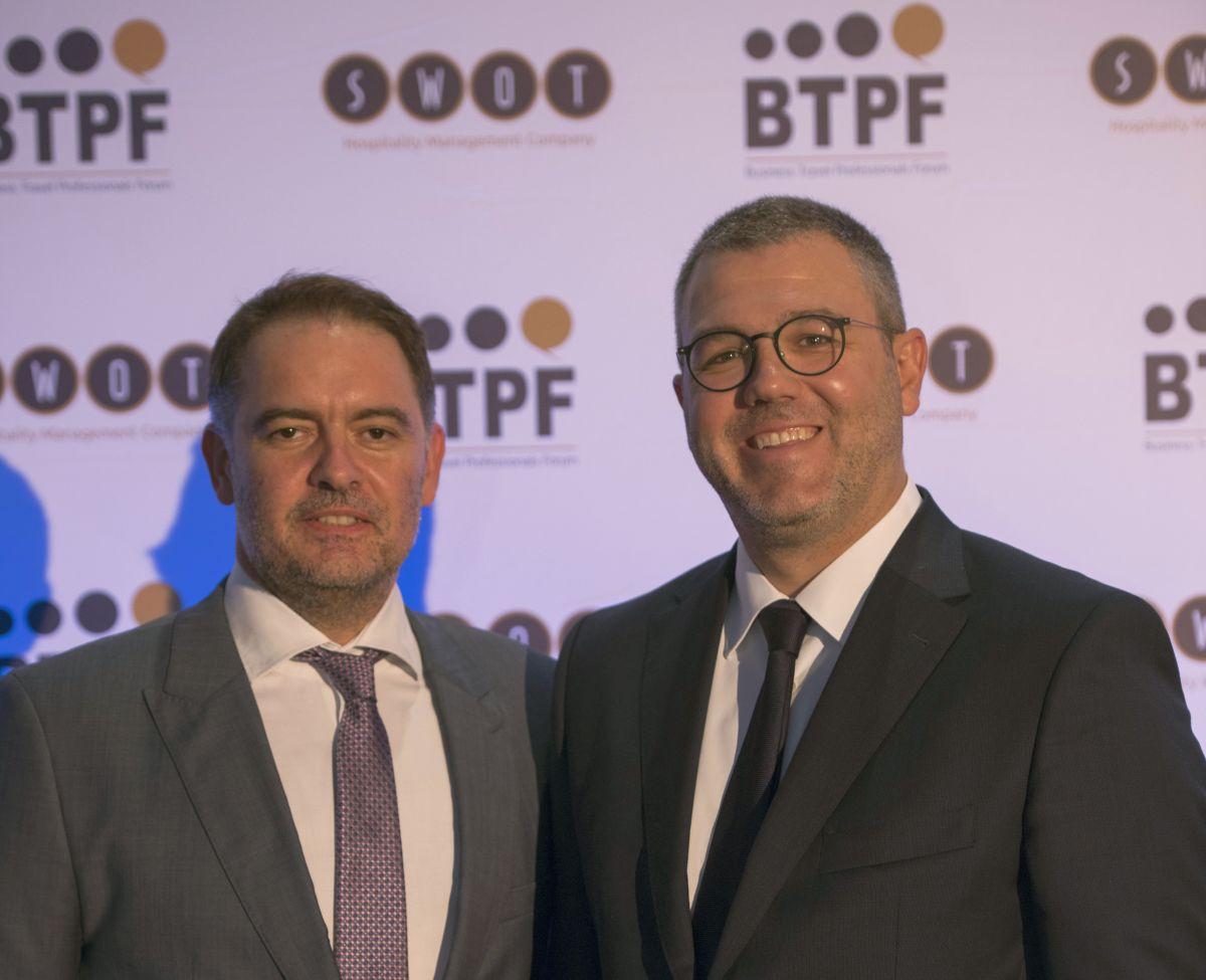 Ο Πρόεδρος του Ξενοδοχειακού Επιμελητηρίου Ελλάδος, κος. Αλέξανδρος Βασιλικός, και ο Πρόεδρος της SWOΤ, κος. Γιώργος Κωνσταντινίδης.