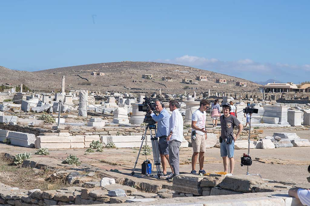Michael Winterbottom's latest feature film titled Greed, which premiered in Toronto Film Festival recently, starring Steve Coogan, Isla Fisher and David Mitchell, completed three weeks of filming in Greece in autumn 2018. Photo Source: Hellenic Film Commission © GREED Sony Pictures Releasing