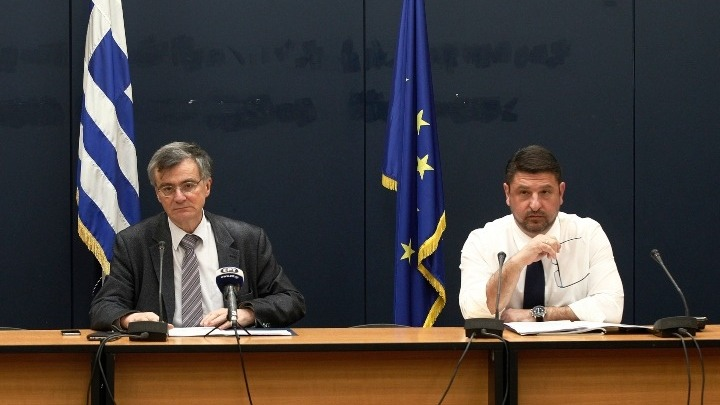 Health Ministry representative Professor Sotiris Tsiodras and Greek Deputy Minister of Civil Protection and Crisis Management Nikos Hardalias. Photo source: civilprotection.gr
