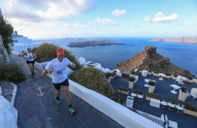 Running at Santorini Experience (photo by Babis Giritziotis).