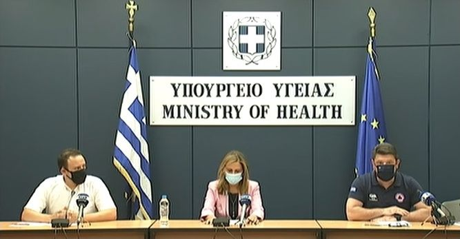 Infectious diseases expert Gkikas Magiorkinis, Deputy Health Minister Zoe Rapti and Civil Protection Deputy Minister Nikos Hardalias.